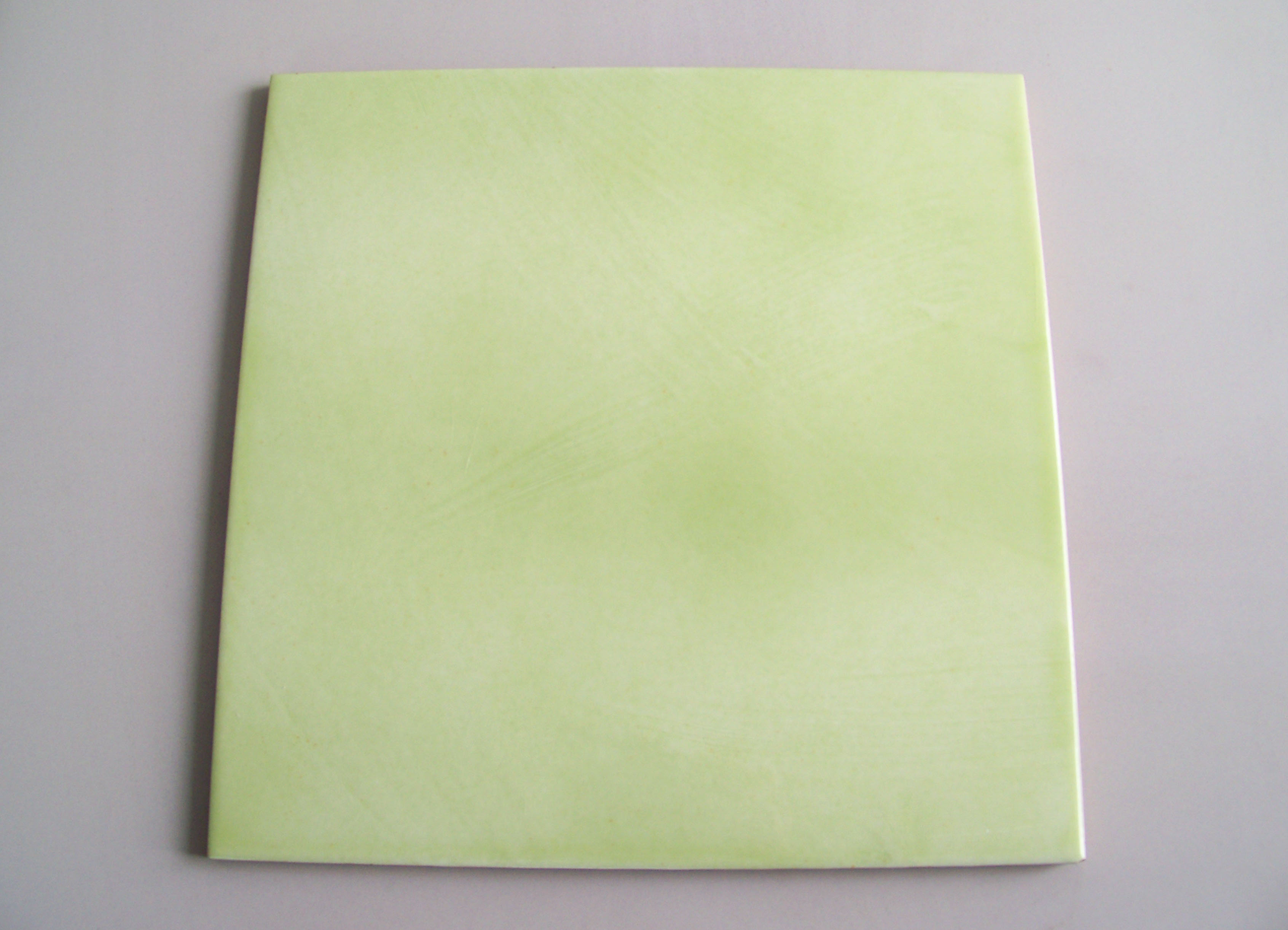 Decoratori bassanesi verde mela scuro lucido u mq u mavic
